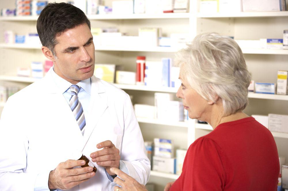 farmatsevt-prodaet-kapli
