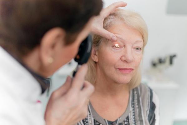 osmotr-i-naznachenie-oftalmologa